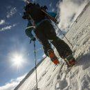 Снаряжение для передвижения по твердому снегу и льду в горах - кошки и ледоруб